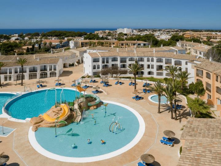 ATOM Hoteles SOCIMI reabre junto con Meliá Hotels International su Hotel Sol Falcó en Menorca con un nuevo Splash Park para toda la familia.